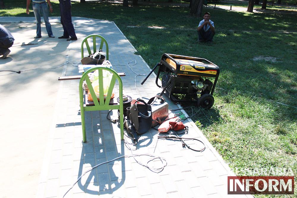 IMG_0263 В измаильском парке ремонтируют детскую площадку