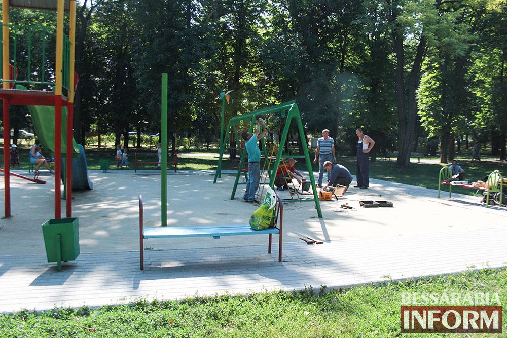 IMG_0268 В измаильском парке ремонтируют детскую площадку