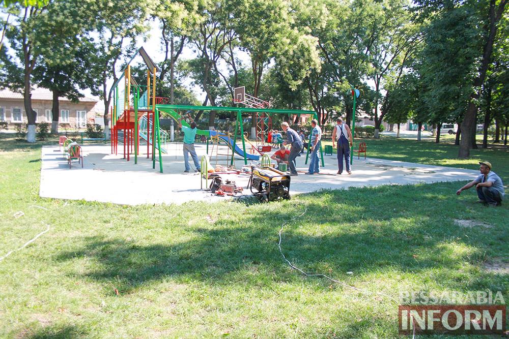 IMG_0270 В измаильском парке ремонтируют детскую площадку