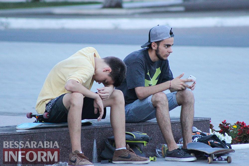 IMG_1048 Как измаильчане проводят вечера на площади Победы (фоторепортаж)