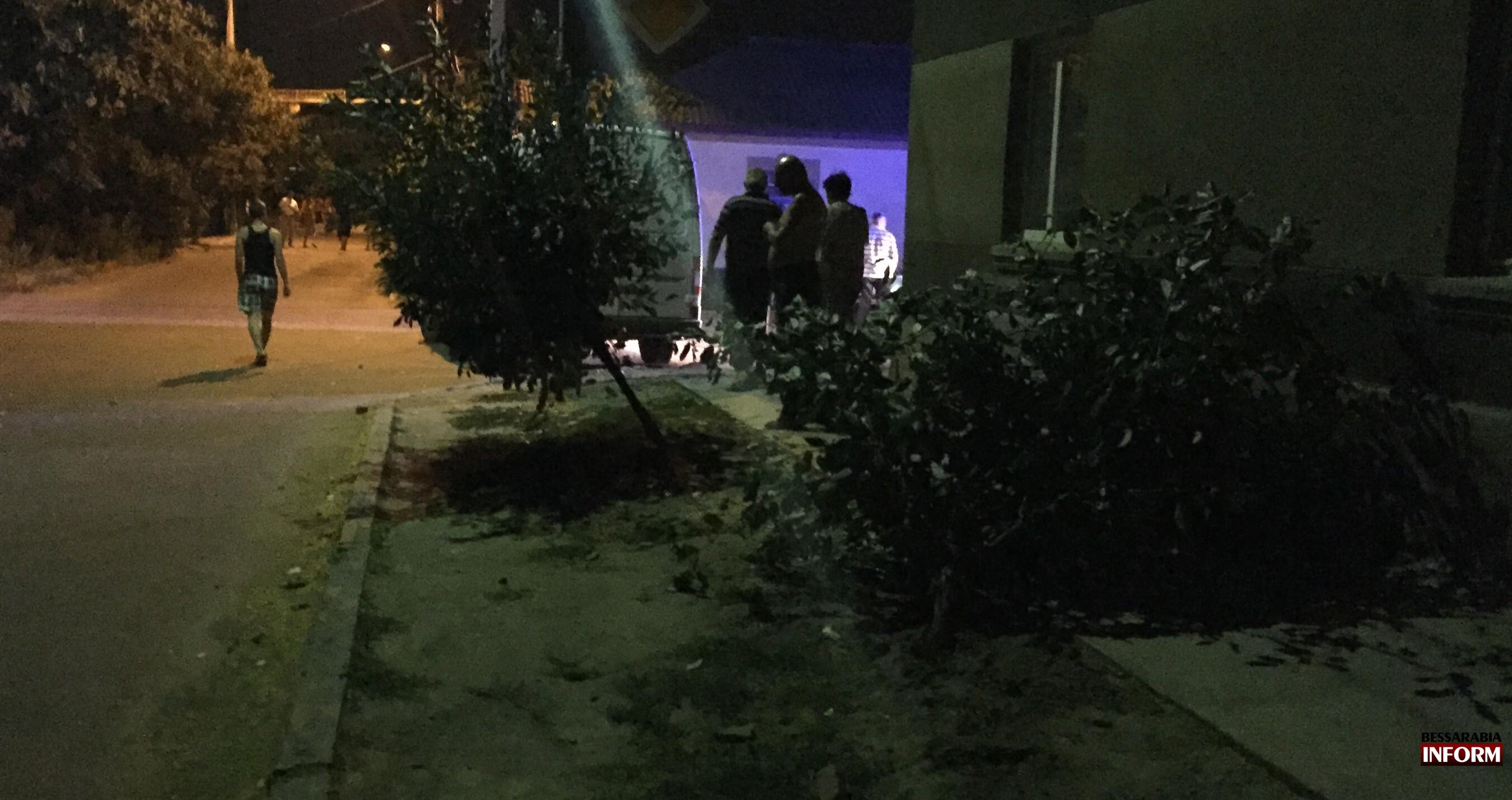 IMG_2364-e1438375004497 Вечернее ДТП в Измаиле - нетрезвый водитель протаранил дом (фото, видео)
