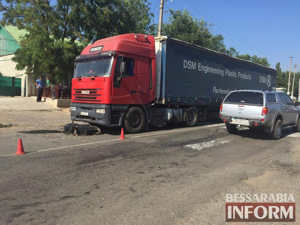 ДТП на трассе Одесса-Рени: мопед попал под фуру