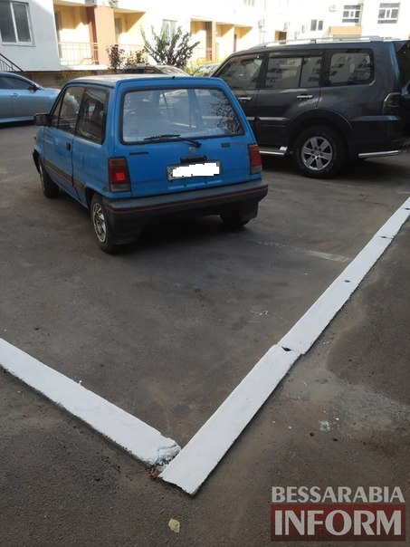 «Я паркуюсь как …» в одном из измаильских дворов