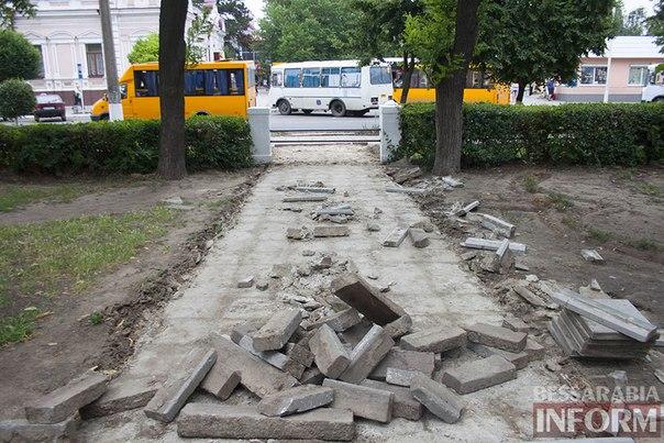 fJXyIosFzh4 Привычный для измаильчан проход через парк теперь закрыт