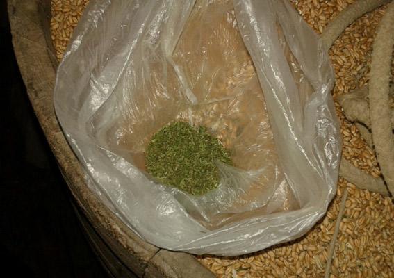 мак-4 У измаильчанина изъяли наркотики и оружие (фото)