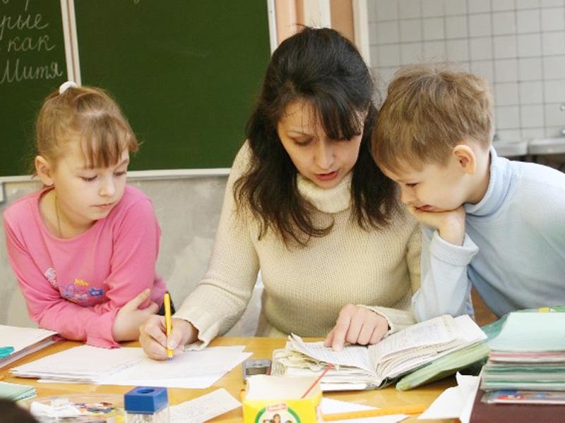 Учителя будут получать зарплаты по результатам учеников, - Яценюк