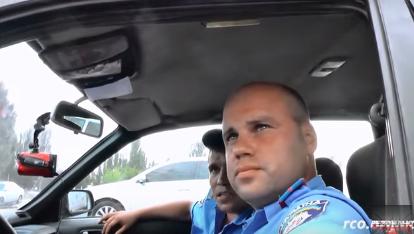 В Белгород-Днестровском сотрудники ГАИ прятались за спинами беспредельщиков (видео)