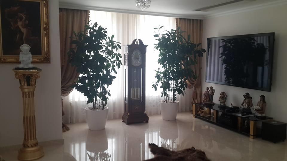В Одессе взяли штурмом скандальную резиденцию Кивалова (фото)