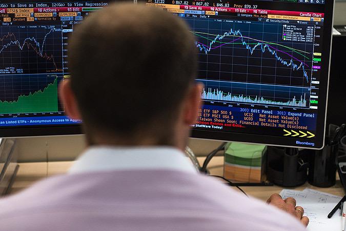 Черный понедельник: обвал фондовых рынков, рубля в России и стоимости нефти