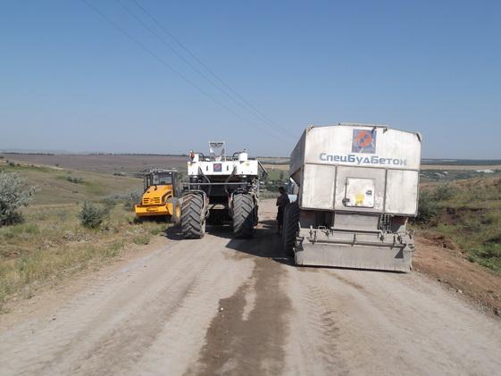DSCF0168_новый-размер В Тарутинском р-не дороги строят по новой технологии