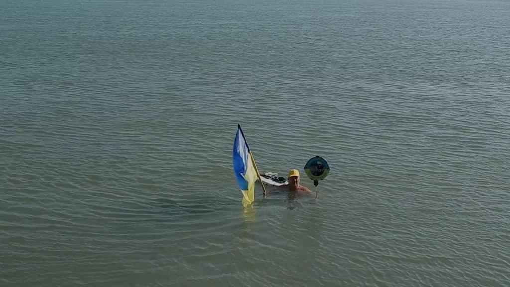 Моржи Придунавья провели акцию «Заплыв с флагом Украины»