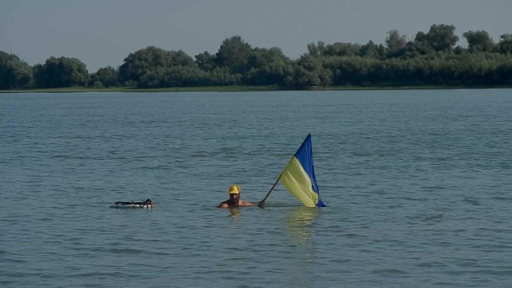 DSCN9045.MOV_000009111-1024x576 Моржи Придунавья провели акцию «Заплыв с флагом Украины»