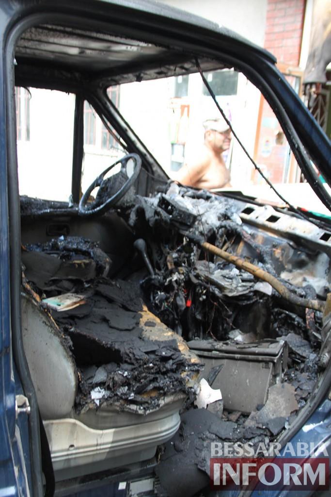 IMG_2083-683x1024 В Измаиле среди бела дня сожгли автомобиль (фото, видео)