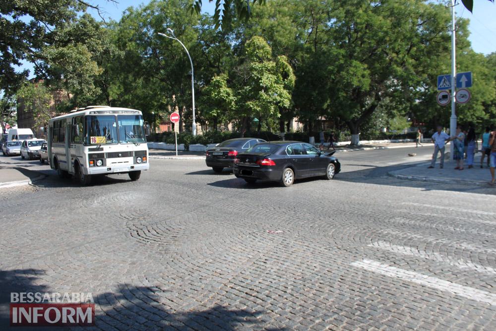 """IMG_2744 В Измаиле около кинотеатра """"Победа"""" произошло ДТП"""