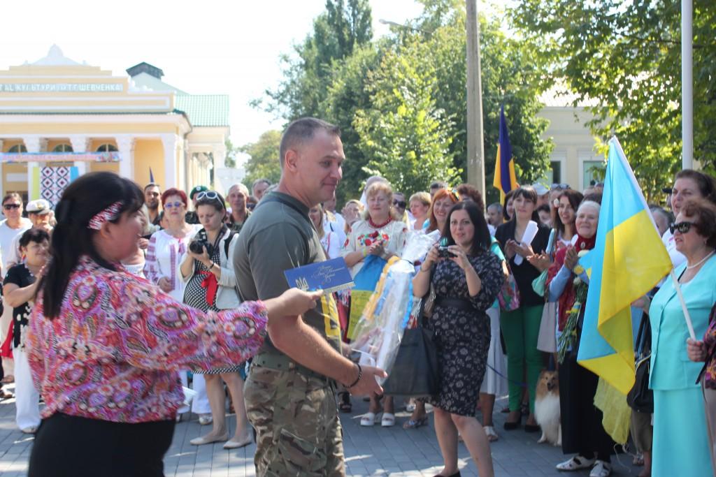 IMG_2772-1024x683 На День Независимости измаильчане развернули стометровый флаг (фоторепортаж)