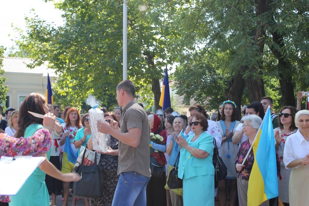 IMG_2783-1024x683 На День Независимости измаильчане развернули стометровый флаг (фоторепортаж)