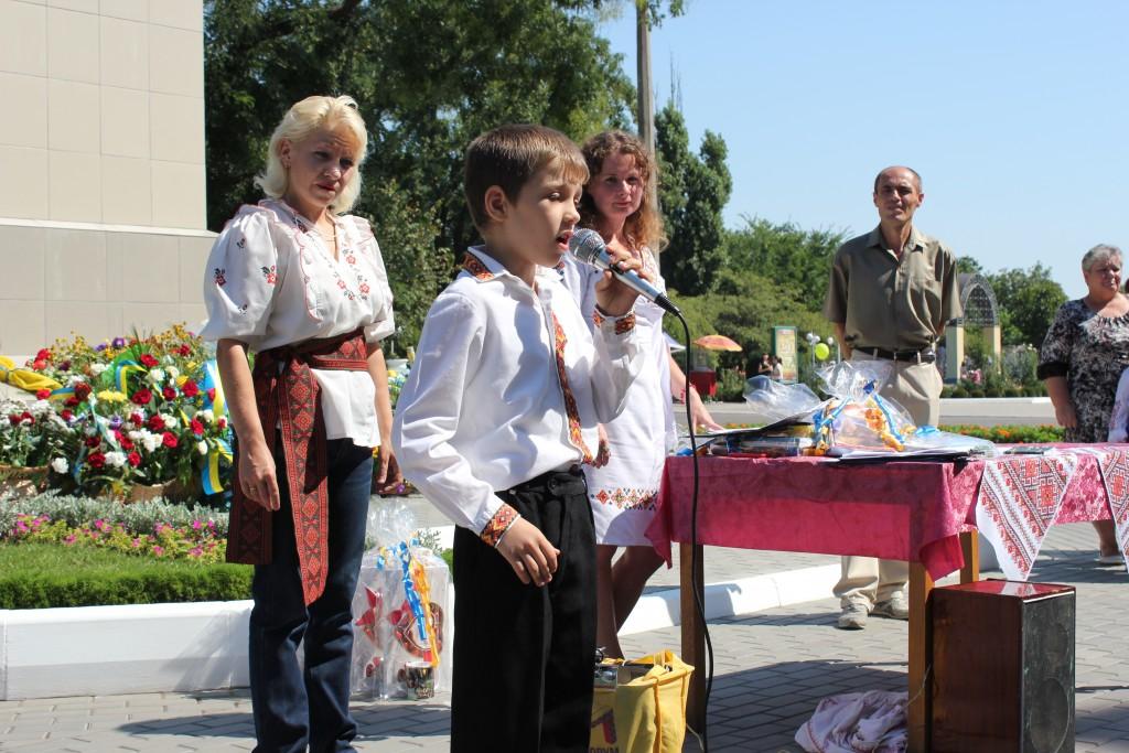 IMG_2792-1024x683 На День Независимости измаильчане развернули стометровый флаг (фоторепортаж)