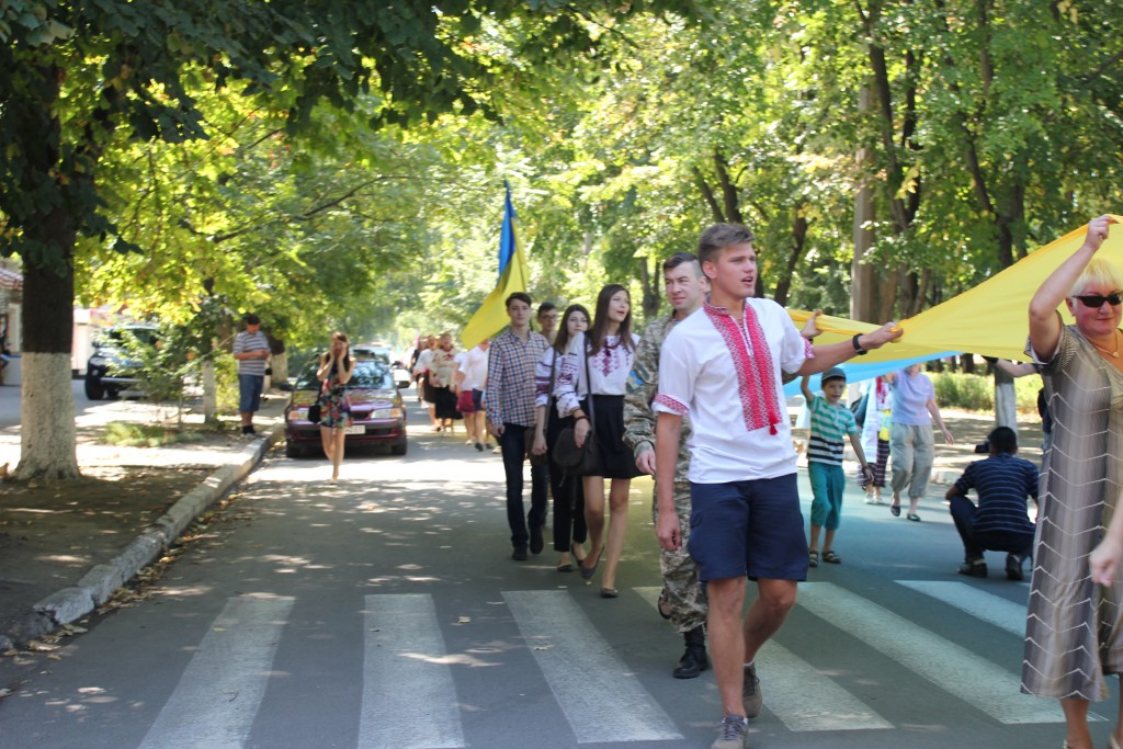 IMG_2836-1024x683 На День Независимости измаильчане развернули стометровый флаг (фоторепортаж)