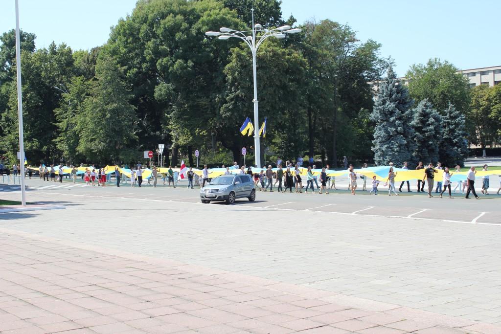 IMG_2845-1024x683 На День Независимости измаильчане развернули стометровый флаг (фоторепортаж)