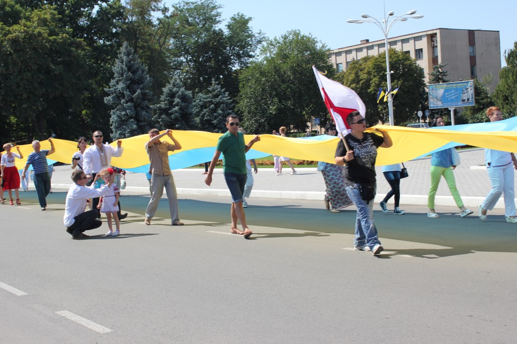 IMG_2850-1024x683 На День Независимости измаильчане развернули стометровый флаг (фоторепортаж)