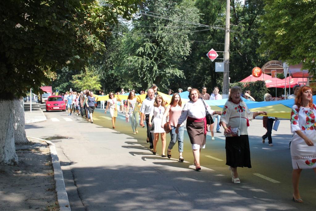 IMG_2877-1024x683 На День Независимости измаильчане развернули стометровый флаг (фоторепортаж)