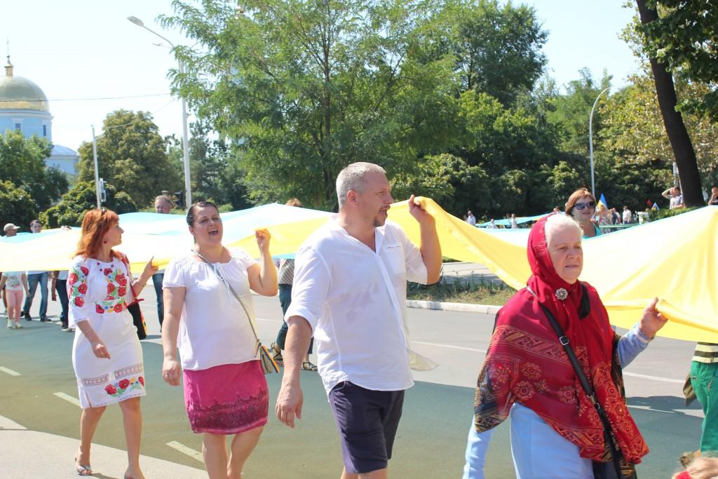IMG_28941-1024x683 На День Независимости измаильчане развернули стометровый флаг (фоторепортаж)