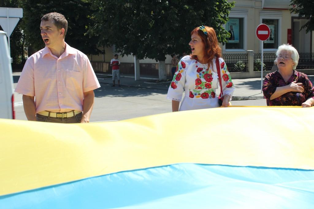 IMG_2913-1024x683 На День Независимости измаильчане развернули стометровый флаг (фоторепортаж)