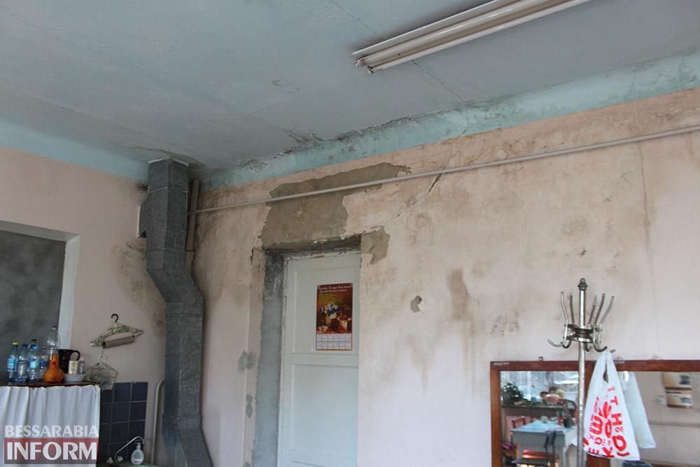 Новая парковка и плесень на стенах:  реалии детской поликлиники в Измаиле (фото)