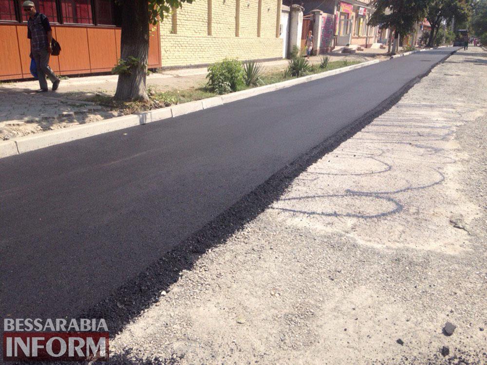 J9YxW1askZY Измаил: улицу Осипенко закатывают в асфальт (фото)