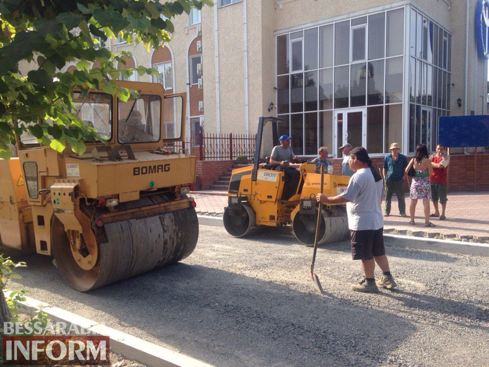 MavLCTO6ysY Измаил: улицу Осипенко закатывают в асфальт (фото)
