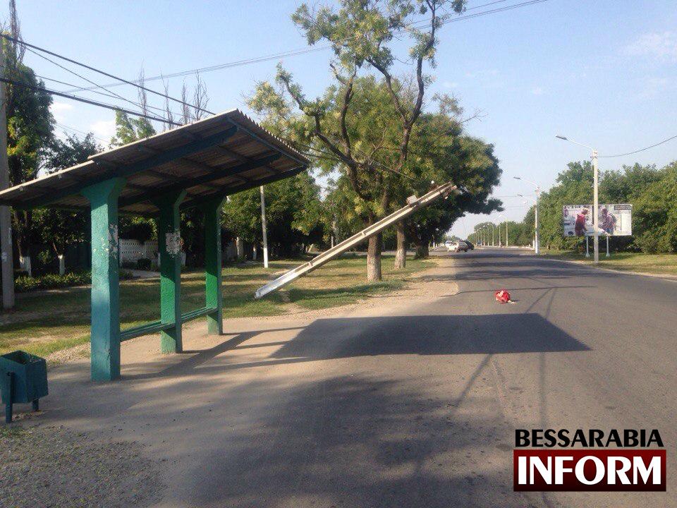 В Измаиле продолжают падать столбы (фото)