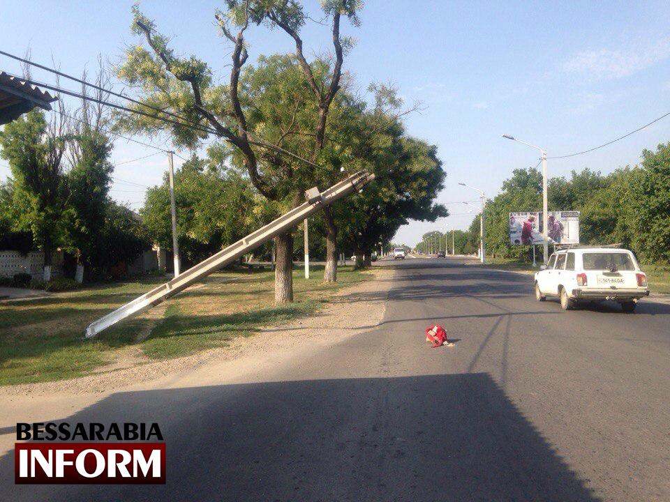 XH4v3PSbu7M В Измаиле продолжают падать столбы (фото)