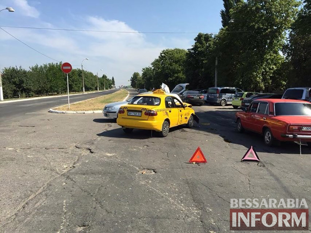 ДТП в Измаиле: возле МРЭО Nissan столкнулся с такси