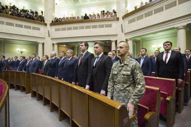 two_column_nnw9AV5D Порошенко сэкономил на нардепах в пользу украинских школьников