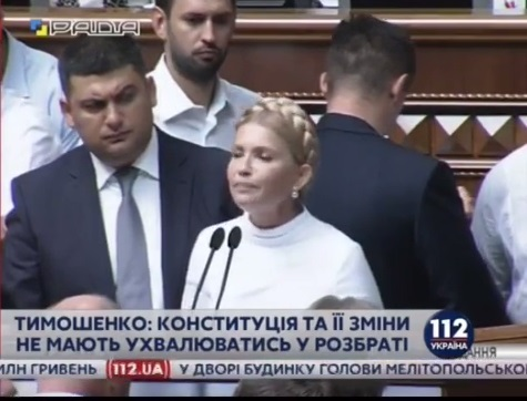 vr8 ТОП-10 эмоций, с которыми Гройсман слушал Тимошенко (ФОТО)