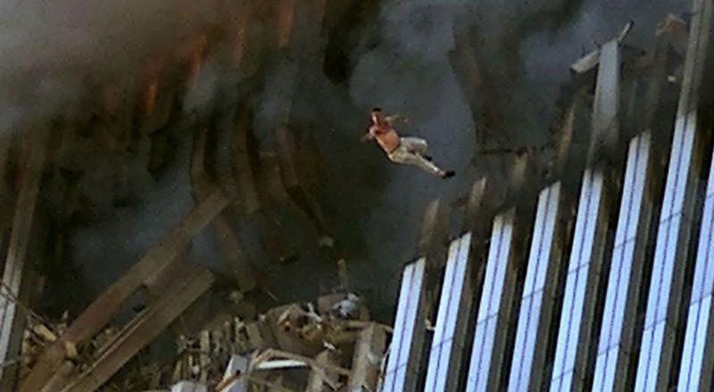 11108-800x440 Сегодня вспоминают жертв теракта 11 сентября (фото)
