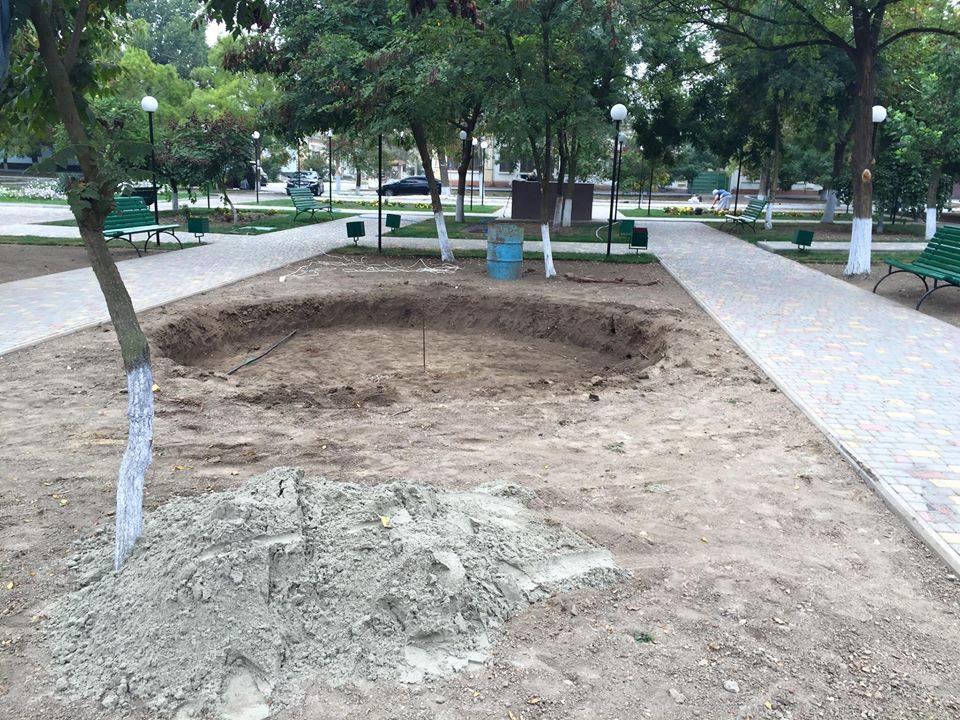 В центральном сквере Килии начато строительство цветного фонтана