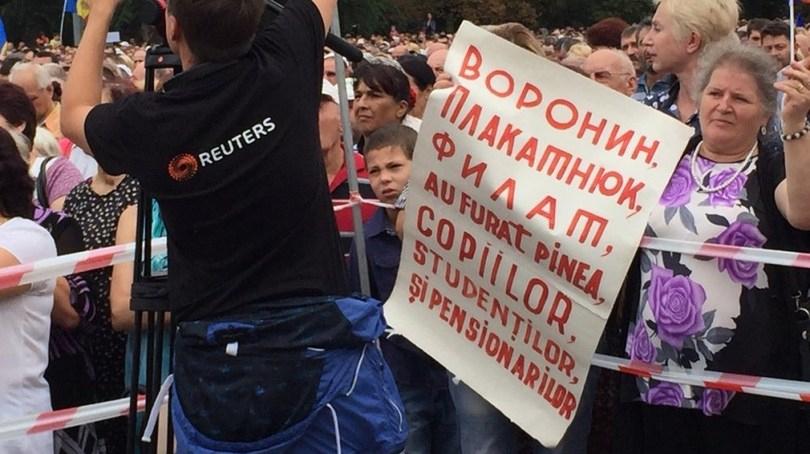 645939_4_w_1000 В центре Кишинева собрался 100-тысячный антиправительственный митинг