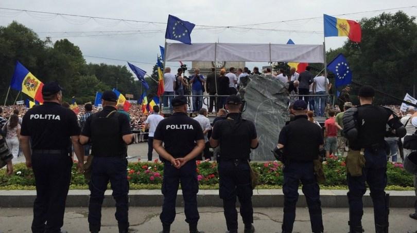 645939_6_w_1000 В центре Кишинева собрался 100-тысячный антиправительственный митинг