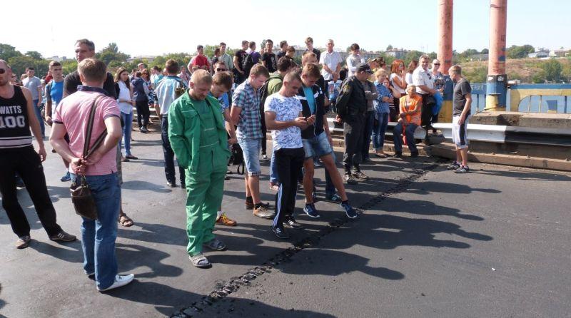 В Белгород-Днестровском канализационные люки закатали в асфальт (фото)