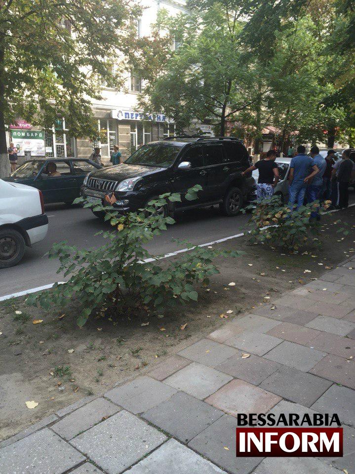 8uAE8IKx3oE ДТП в Измаиле: из-за несоблюдения дистанции пострадало несколько автомобилей