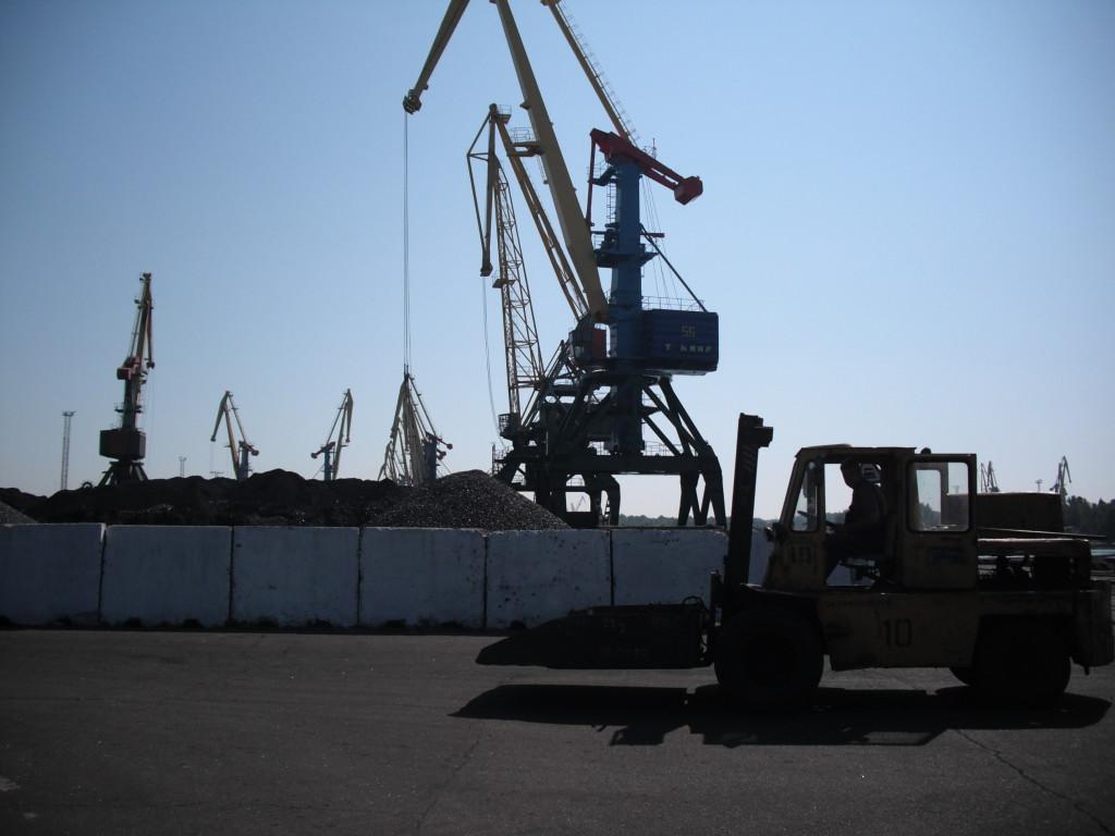 DSCF0023-1024x768 В Измаильском порту в честь выполнения годового плана нарядили новогоднюю елку