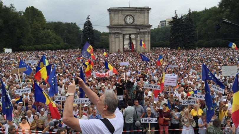 IMG_2756 В центре Кишинева собрался 100-тысячный антиправительственный митинг
