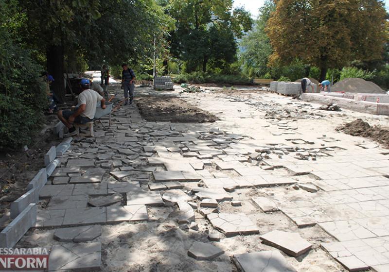 IMG_5619-800x560 Завершающий этап ремонта центрального фонтана в Измаиле стартовал (фото)