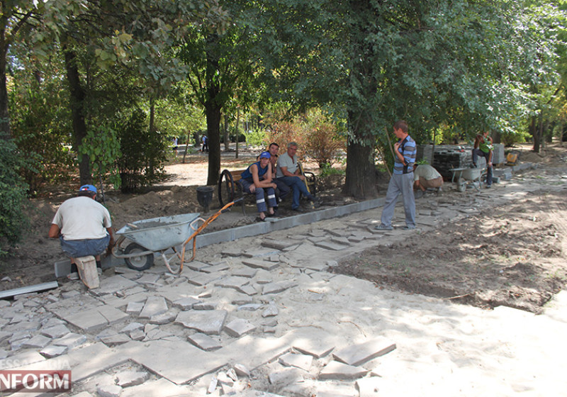 Завершающий этап ремонта центрального фонтана в Измаиле стартовал (фото)