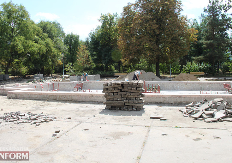 IMG_5637-800x560 Завершающий этап ремонта центрального фонтана в Измаиле стартовал (фото)