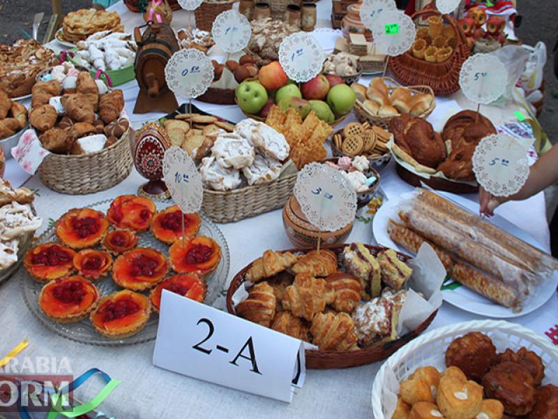 IMG_6127-800x600 Измаил: дары осени и море сладостей на ярмарке в ОШ № 7 (фото)