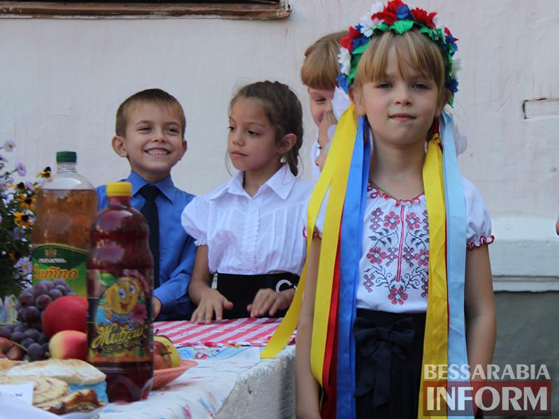 IMG_6128-800x600 Измаил: дары осени и море сладостей на ярмарке в ОШ № 7 (фото)