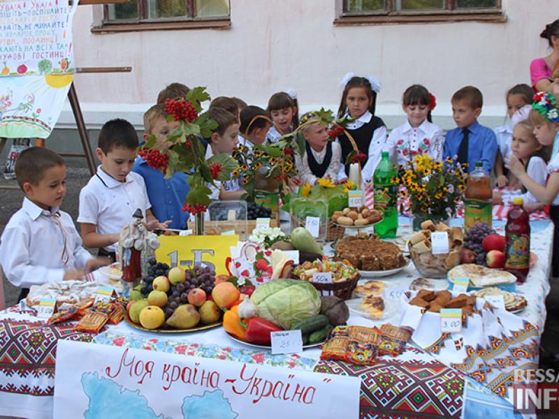 IMG_6131-800x600 Измаил: дары осени и море сладостей на ярмарке в ОШ № 7 (фото)