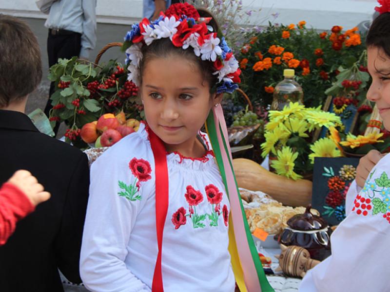 Измаил: дары осени и море сладостей на ярмарке в ОШ № 7 (фото)